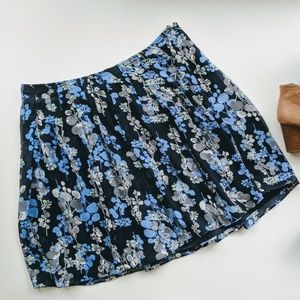 NWT Beautiful Blue Summer Floral Skirt